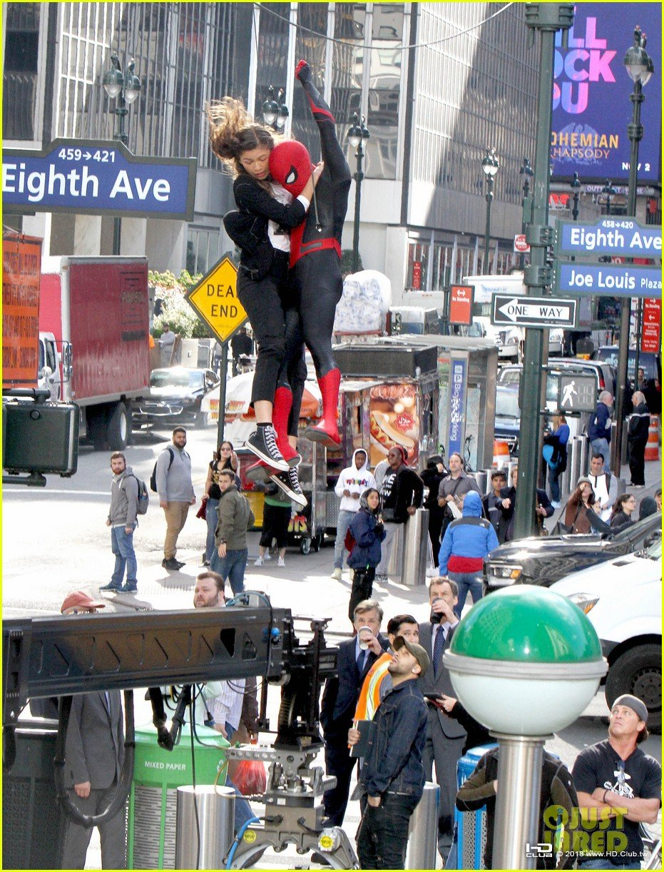tom-holland-dons-spider-man-far-from-home-costume-while-filming-with-zendaya-in-nyc11.jpg