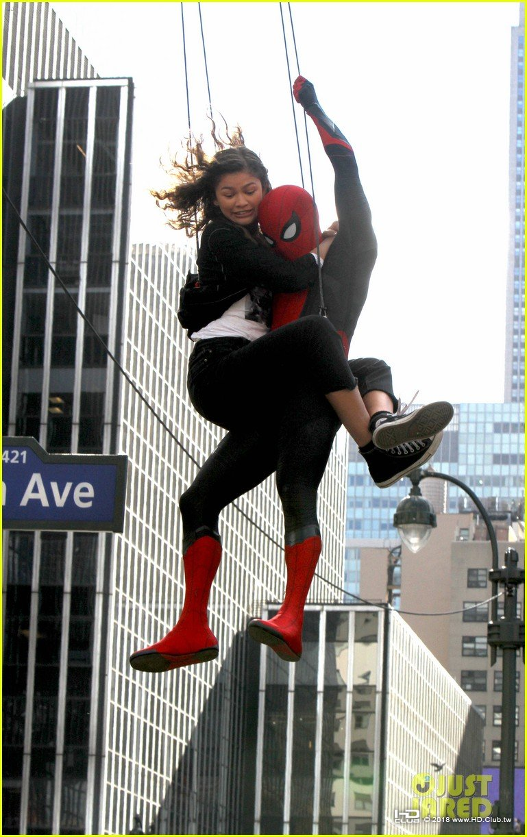 tom-holland-dons-spider-man-far-from-home-costume-while-filming-with-zendaya-in-nyc02.jpg